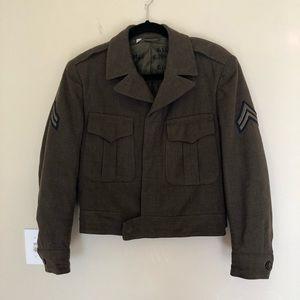 Vintage Mens Military Jacket Size 36S.